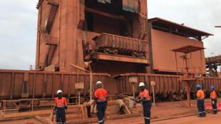 L'usine de traitement de la bauxite de la CBG (Compagnie des bauxites de Guinée) à Kamsar à 250 kilomètres au nord de Conakry.