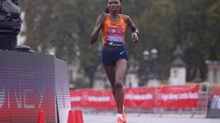 La Kényane Ruth Chepngetich, lors du marathon de Londres, le 4 octobre 2020