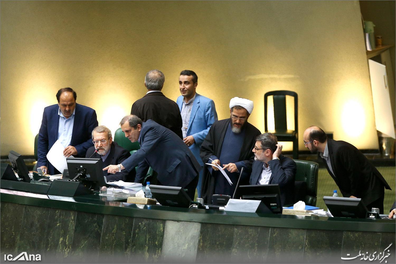 سیزدهمین جلسه بررسی لایحه بودجه ۱۳۹۸ کل کشور در روز شنبه ۴ اسفند ۱۳۹۷ به ریاست علی لاریجانی برگزار شد.