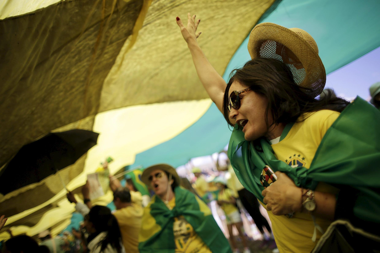 Una manifestante durante la protesta en Brasilia, la capital del país.