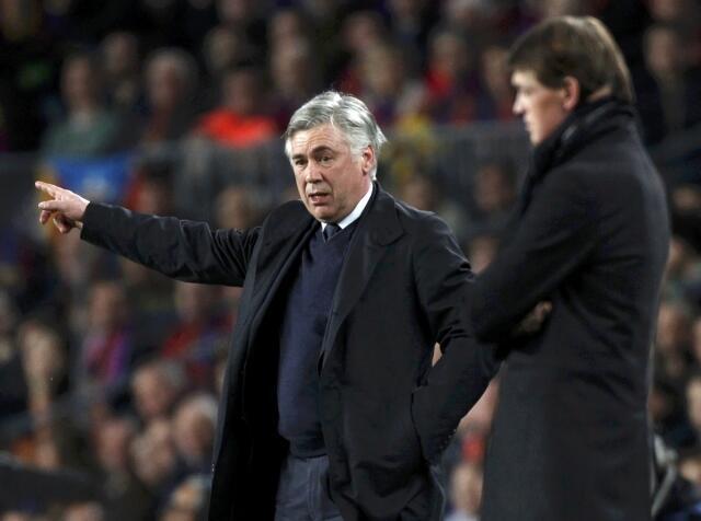 Kocin PSG Carlo Ancelotti a lokacin da suke fafatawa da Barcelona a gasar zakarun Turai