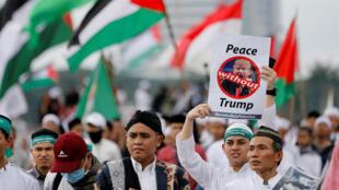 Manifestation contre la décision américaine de reconnaître Jérusalem comme la capitale d'Israël, à Jakarta, le 17 décembre 2017.