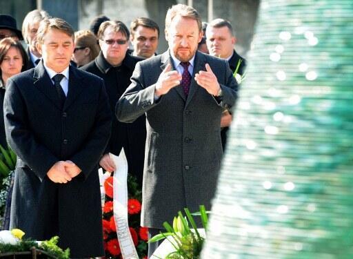 """Ông Zeljko Komsic (t) là đại diện người Croatia trong cơ chế """"tổng thống tập thể"""" nước Bosnia-Herzegovina. Ảnh chụp tại Sarajevo, ngày 01/03/2012."""