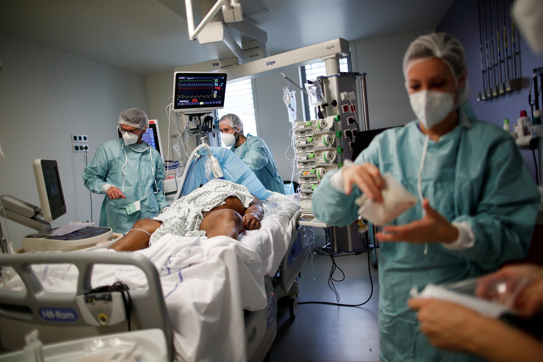 2020-10-30T184325Z_1489266745_RC26TJ98QOM1_RTRMADP_3_HEALTH-CORONAVIRUS-FRANCE-HOSPITAL