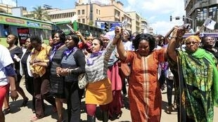 La manifestation #mydressmychoice dans les rues de Nairobi, le 17 novembre.