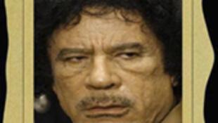 O coronel Muammar Khadafi continua  escondido