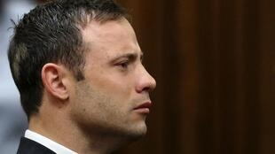 Oscar Pistorius ouve o veredicto na manhã desta sexta-feira (12) no Tribunal de Pretória.
