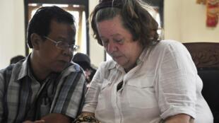 Um tribunal da Indonésia condenou à morte nesta terça-feira uma avó britânica de 56 anos por tráfico de cocaína na ilha turística de Bali.