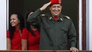 O presidente Hugo Chávez no palácio de Miraflores, 4 de julho de 2011.
