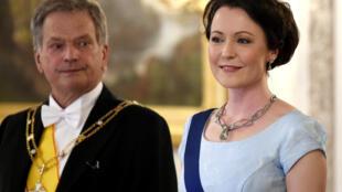 芬兰总统绍利-尼尼斯托(Sauli Väinämö Niinistö)与夫人燕妮·豪基奥(Jenni Haukio)2017年6月赫尔辛基