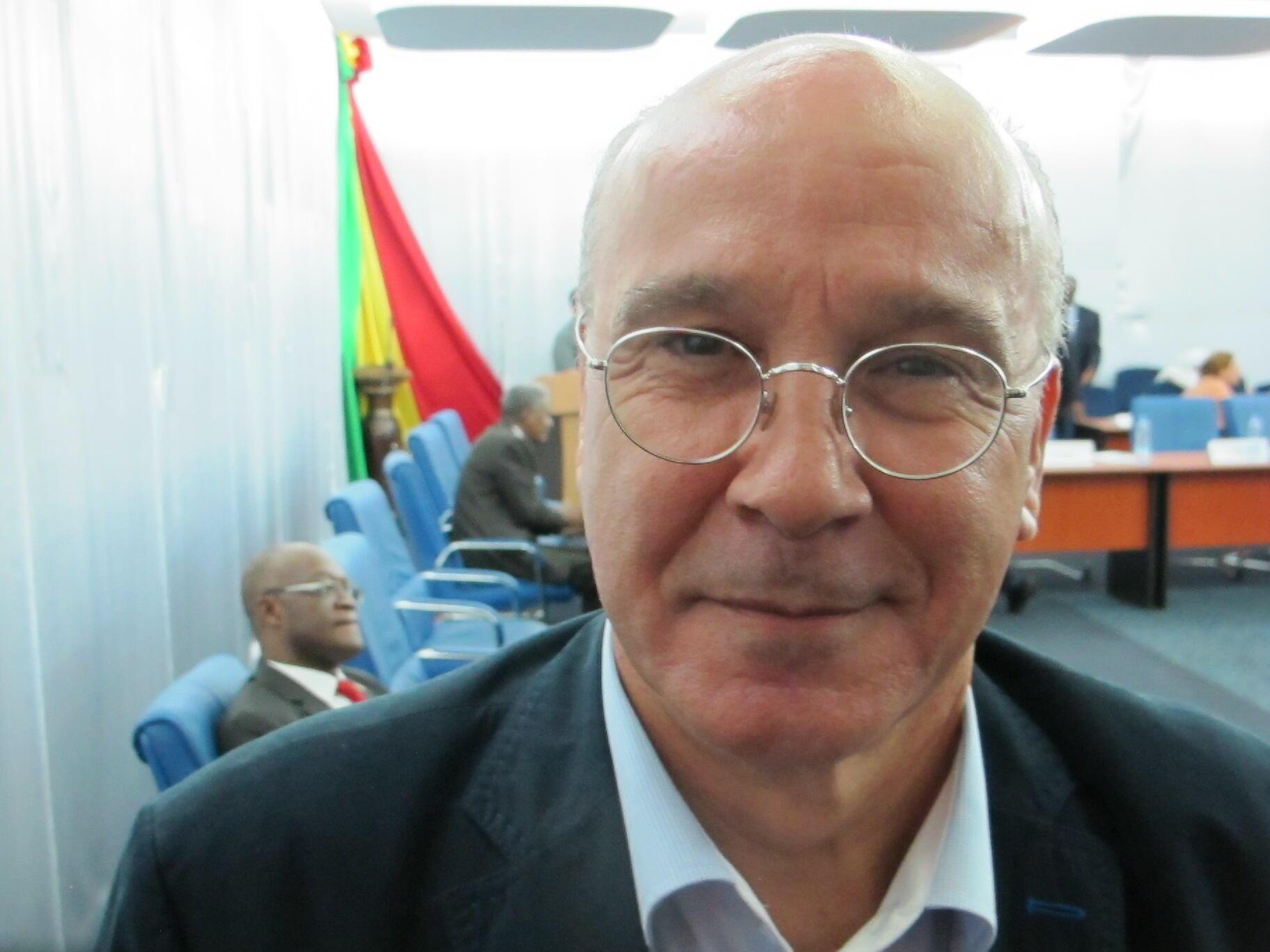 Ahmed Boutache, président du Comité de suivi pour l'accord de paix au Mali, lors du 5e round de discussions en octobre 2015..