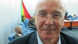 L'Algérien Ahmed Boutache, président du Comité de suivi pour l'accord de paix au Mali, lors du 5e round de discussions à Bamako, le 29 octobre 2015.