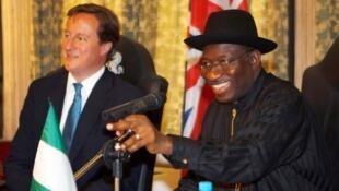 Tsohon Fira Ministan Birtaniya David Cameron, tare da tsohon shugaban Najeriya Goodluck Jonathan, a Abuja cikin watan Yuli na shekarar 2011.