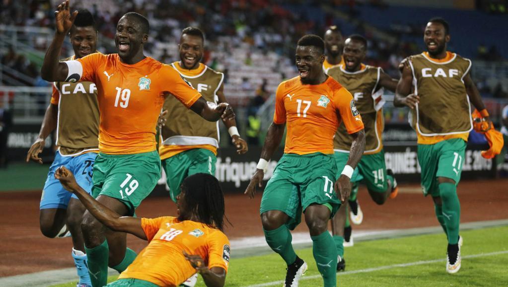 Gervinho anafurahia bao lake akiwa pamoja na wachezaji wenzake wa timu ya taifa ya Cote d'Ivoire dhidi ya DRC. Cote d'Ivoire imetinga fainali ya Afcon 2015.
