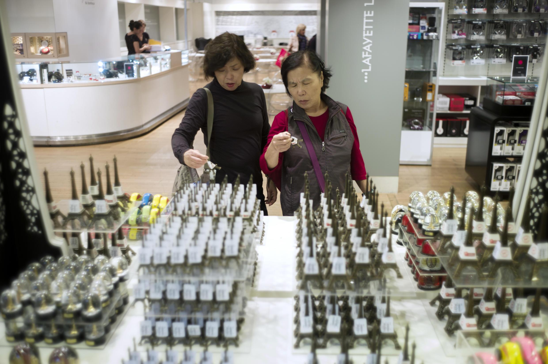 Na China, turistas chineses que se comportam mal estão sendo punidos com multas.