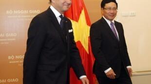 Le ministre français des Affaires étrangères Laurent Fabius et son homologue vietnamien Pham Binh Minh, à Hanoï le 4 août 2013.