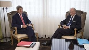 U.S. Secretary of State John Kerry (L) and French Foreign Minister Laurent Fabius in Geneva, 23 November, 2013