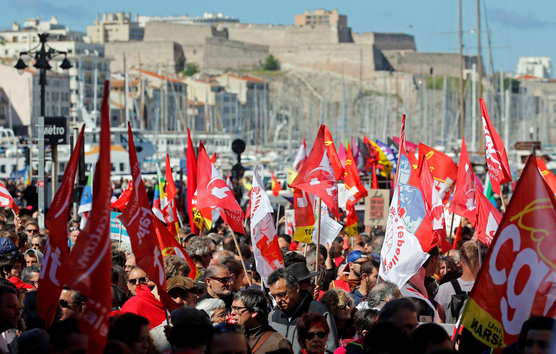 """راهپیمایی طرفداران سندیکای  CGT  در بندر """"مارسی"""" به مناسبت روز اول مه، روز کارگر"""