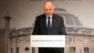 François Pinault durante o anúncio do projeto de criação de uma Fundação artística em Paris.