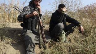 Soldados do Exército Livre Sírio perto de Damasco, 24 de novembro de 2013.