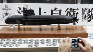 Mô hình tàu ngầm Nhật Bản Soryu tại triển lãm quốc phòng châu Á MAST tại Yokohama, nam Tokyo, ngày 13/05/ 2015