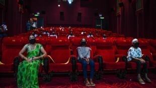 Une salle de cinéma à New Delhi a invité le 15 octobre 2020 tous les « guerriers contre le Covid-19 » et leurs familles pour regarder le film « Tanhaji ».