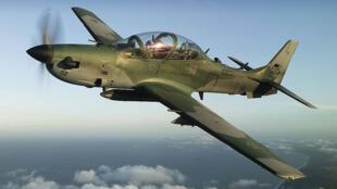 A aeronave de combate Super Tucano, produzida pela Embraer.