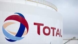 """شرکت نفتی """"توتال"""" برغم میل و تصمیم اولیه اش اعلام کرده که به فعالیت های خود در ایران پایان می دهد."""