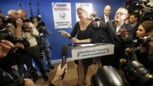 Marine Le Pen, présidente du Front national, a plaidé pour une dissolution de l'Assemblée nationale et l'instauration de la proportionelle «pour que chaque Français soit représenté».
