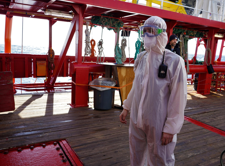 Cette mission de l'Ocean Viking est la troisième depuis le début de la pandémie. Le coronavirus impose de nouvelles consignes à bord.