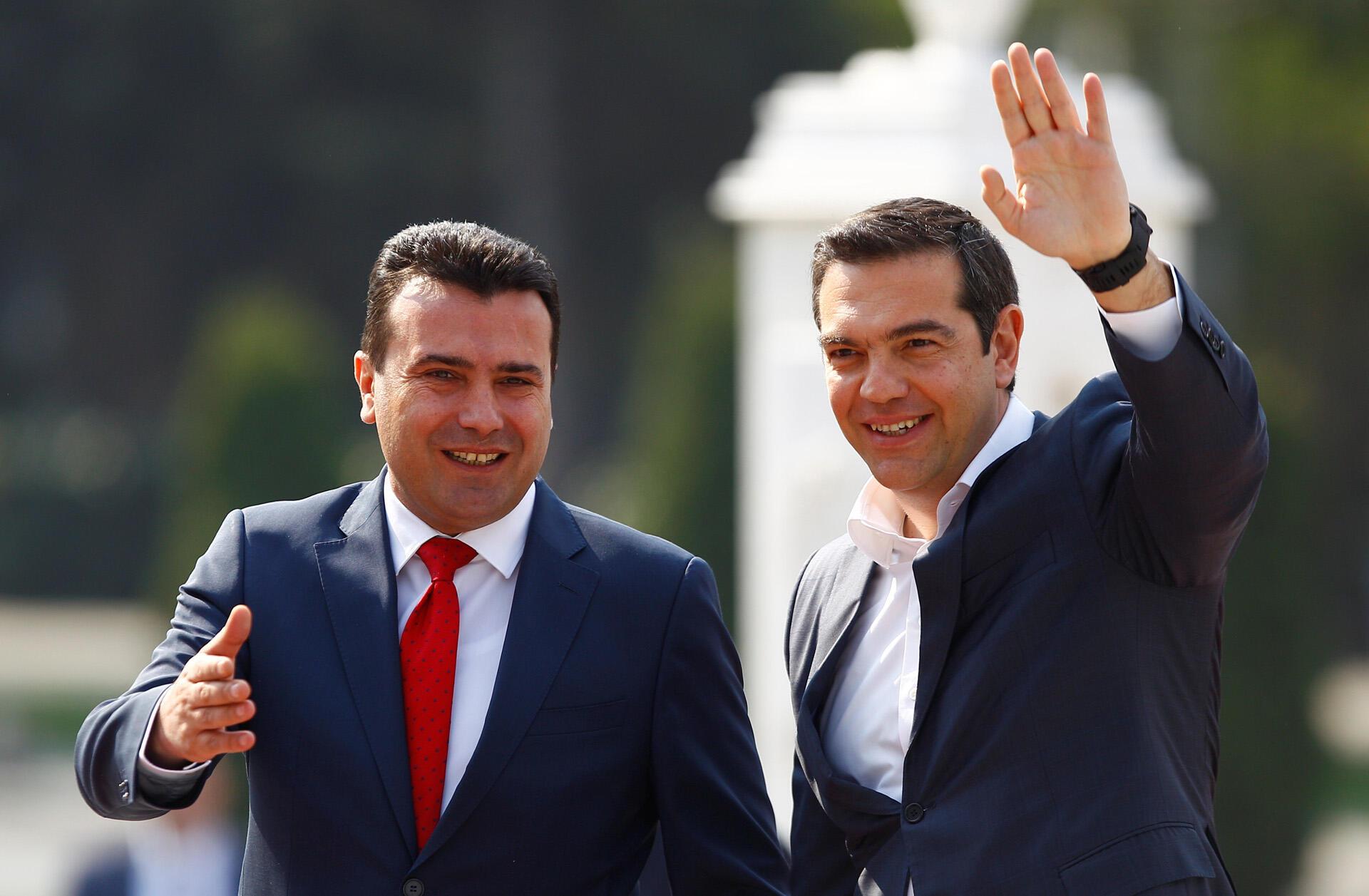Le Premier ministre de Macédoine du Nord, Zoran Zaev (g), et le Premier ministre de la Grèce, Alexis Tsipras (d), à Skopje en Macédoine du Nord, le 2 avril 2019.