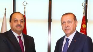 Le président turc Tayyip Erdogan a rencontré samedi le ministre de la Défense du Qatar, Khalid bin Mohammad Al-Attiyah.