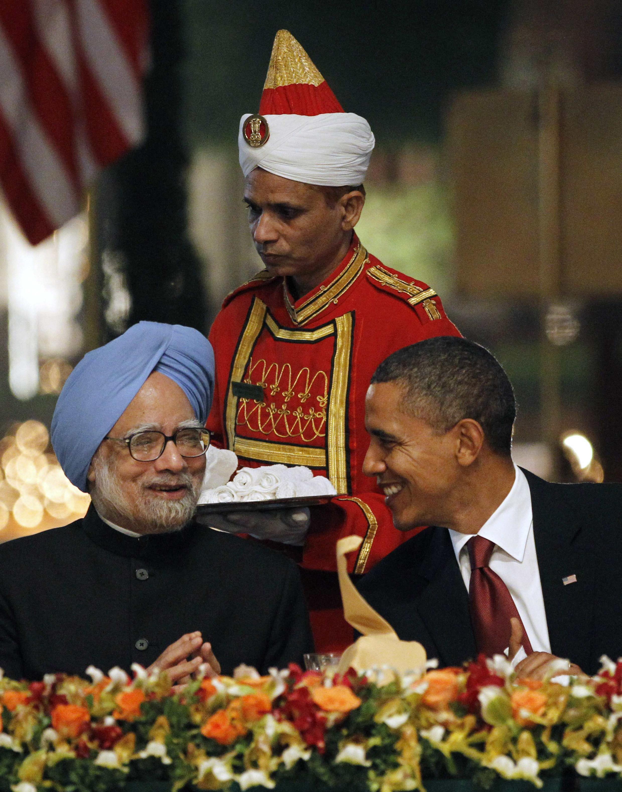 Barack Obama junto com o primeiro-ministro indiano, Manmohan Singh durante jantar em Rashtrapati Bhavan, Nova Deli, 8 de novembro de 2010.