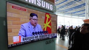 Des Sud-coréens regardent les vœux du dirigeant nord-coréen Kim Jong-un à la télévision