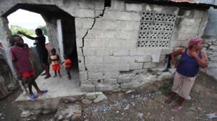 Beaucoup d'habitants craignent l'effondrement des maisons à Port-de-Paix (Haïti). Photo datée du 8 octobre 2018.