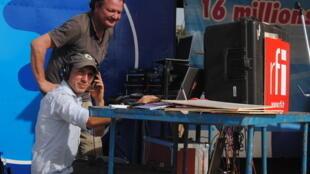 Benjamin Sarralié, réalisateur, et Manu Pochez, technicien.
