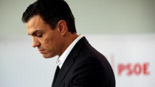 Pedro Sanchez não conseguiu convencer o PSOE a manter o bloqueio de mais um governo de Mariano Rajoy.