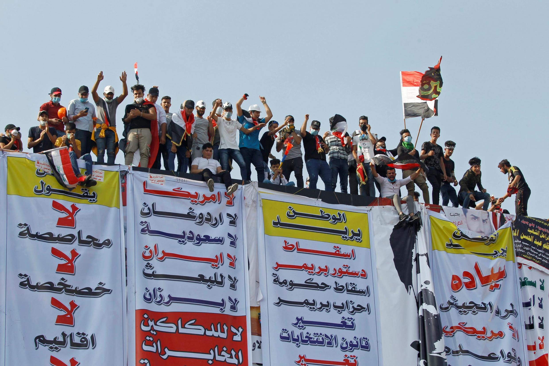 در تظاهرات در بغداد، معترضین خواستار تدوین قانون اساسی جدید و همچنین کنارهگیری دولت هستند. پنجشنبه ۹ آبان/ ٣١ اکتبر ٢٠۱٩