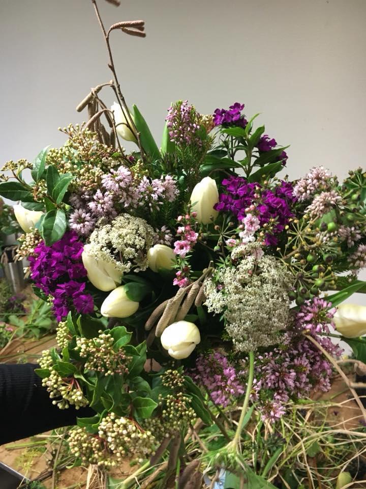 Floricultura francesa se especializou em vender apenas flores da estação, produzidas perto de Paris.