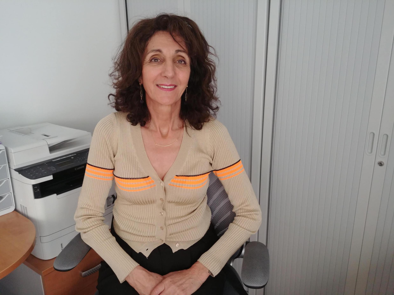 A gastroenterologista francesa Vianna Costil durante entrevista à RFI