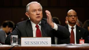 Bộ trưởng Tư Pháp Mỹ Jeff Sessions điều trần trước Thượng Viện về hồ sơ liên quan tới Nga  tại Washington ngày 13/06/2017.