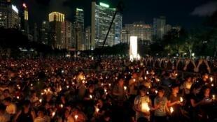 香港年轻人维园纪念六四