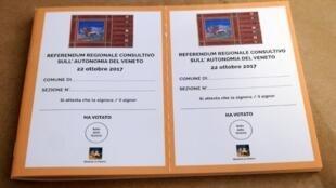 Cédulas utilizadas no referendo da região de Vêneto.