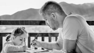 Un papa et sa fille.