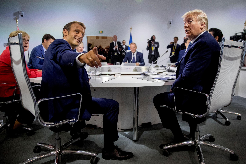 Президент Франции Эмманюэль Макрон и президент США Дональд Трамп на саммите в Биаррице 25 августа 2019 г.