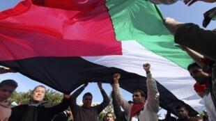 Manifestantes en Gaza.