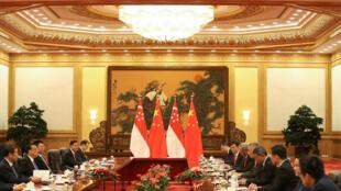图为新加坡总理李显龙2017年9月19日访问中国与中国总理李克强会谈