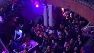 Flamenguistas acompanham o jogo na Embaixada do Flamengo em Lisboa.