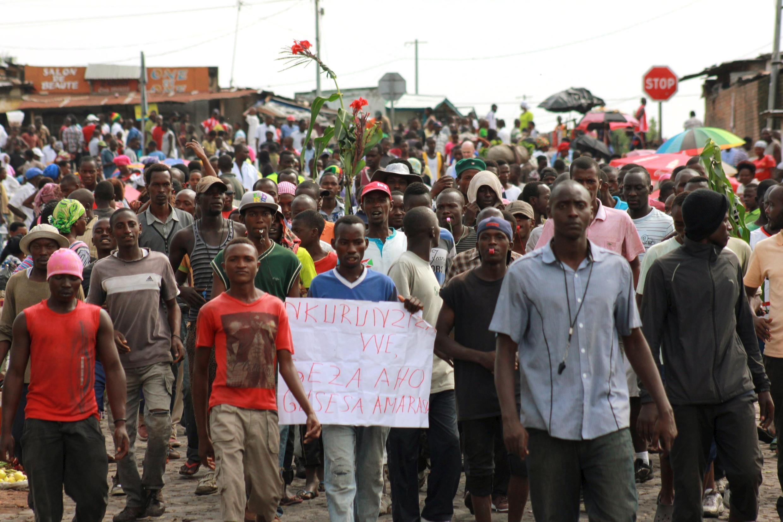 Au Burundi, à Bujumbura, la contestation d'abord pacifique a fini par devenir violente face à la répression et au durcissement du pouvoir.