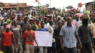 A Bujumbura, ceux qui ne manifestent pas peuvent par exemple exprimer leur soutien au mouvement en aidant, en donnant de l'eau aux manifestants.